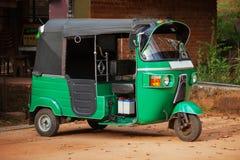 Mały samochód z trzy kołami Azjatycki taxi tuk-tuk obrazy royalty free