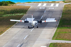 Mały samolot na pasie startowym Obraz Royalty Free