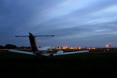 mały samolot z weź czekać Obraz Royalty Free