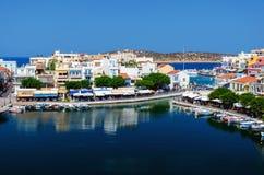 Mały schronienie z cumować łodziami rybackimi przy Aghios Nikolaos miasteczkiem na Crete wyspie, Grecja Obraz Stock