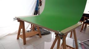 Mały set zielony parawanowy tło w studiu Zdjęcie Royalty Free