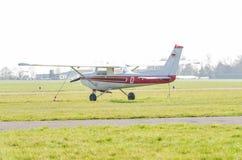 Mały sporta samolot podczas rozpoczęcia Widok pas startowy fotografia stock