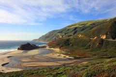 Mały Sura Rzeczny ujście na Dużym Sura wybrzeżu blisko Carmel, Kalifornia fotografia stock