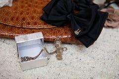 Mały szary agata breloczek na łańcuchu Obrazy Stock