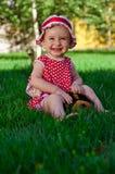 mały szczęśliwy dziewczyna gazon Zdjęcia Royalty Free