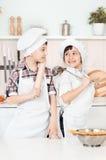 Mały szef kuchni w kuchennym narządzania jedzeniu Fotografia Stock