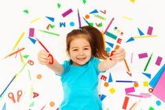 Mały uśmiechnięty dziewczyna uczenie mathematics Fotografia Royalty Free