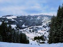 Mały widok nad górską wioską zdjęcie royalty free