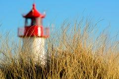 Mały wierzchołek latarnia morska przy półmrokiem Fotografia Royalty Free