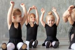 Małych dziewczynek ballerines zdjęcie royalty free