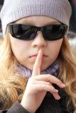 Małych dziewczynek przedstawień ciszy znak obrazy royalty free