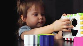 Małych dziewczynek sztuki w brakarce zbiory wideo