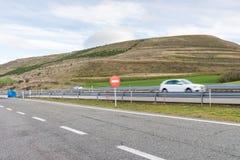 Mażąca samochodowa sylwetka na autostradzie Obrazy Royalty Free