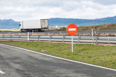 Mażąca samochodowa sylwetka na autostradzie Zdjęcie Royalty Free