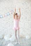 Mała balerina w studiu Zdjęcia Royalty Free