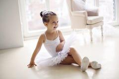 Mała baleriny dziewczyna 2 roku w studiu Zdjęcie Stock