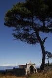 Mała cmentarniana kaplica Zdjęcie Royalty Free