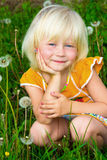 mała dandelions dziewczyna obrazy stock
