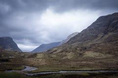 Mała droga przez Glencoe gór w Szkocja Obraz Royalty Free