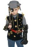 Mała dziewczynka jest ubranym pirata kostium trzyma pistolet Fotografia Royalty Free
