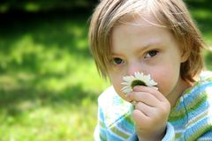 mała dziewczynka marzycielska Zdjęcia Royalty Free
