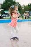 Mała dziewczynka na parkowym tanu Zdjęcie Royalty Free
