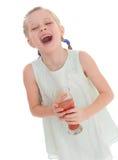 Mała dziewczynka napoju smakowity czerwony pomidorowy sok Fotografia Royalty Free