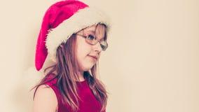 Mała dziewczynka patrzeje jak Santa elf Fotografia Stock