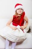 Mała dziewczynka patrzeje jak Santa elf Zdjęcie Royalty Free