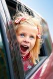 Mała dziewczynka podziwia spojrzenia samochód Obrazy Royalty Free