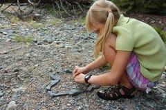 Mała Dziewczynka Projekt Kamienny Kierowy Obrazy Royalty Free