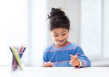 Mała dziewczynka rysunek Zdjęcia Stock