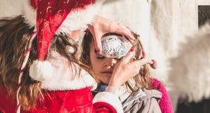 Mała dziewczynka stosuje makeup w stojaku Obrazy Stock