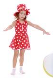 Mała dziewczynka w czerwieni sukni z polek kropkami Fotografia Royalty Free