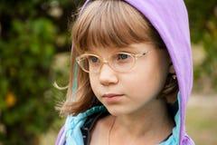 Mała dziewczynka w kapiszonie Fotografia Stock