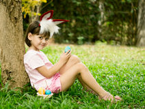 Mała dziewczynka w królika kostiumu Zdjęcia Stock