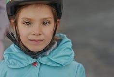 Mała dziewczynka w niebieskiej marynarce zdjęcia stock