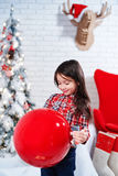 Mała dziewczynka w oczekiwaniu na nowego rok Zdjęcia Royalty Free