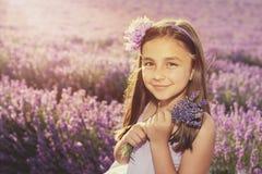 Mała dziewczynka w polu lawenda Fotografia Stock