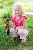 Mała dziewczynka z beetroot Zdjęcie Royalty Free