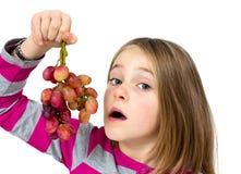 Mała dziewczynka z winogronami Obrazy Stock
