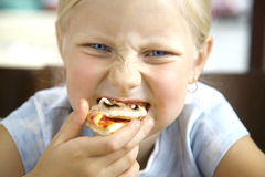 mała dziewczyny pizza Obrazy Stock