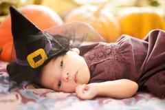 małe dziewczyn banie Halloweenowy kartka z pozdrowieniami Zdjęcie Stock