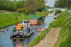 Małego statku i betonu wiadukt Zdjęcia Royalty Free