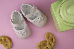 Małej dziewczynki lata buty Fotografia Royalty Free