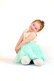 Małej Dziewczynki mody model w zieleni sukni Obrazy Royalty Free