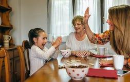 Małej dziewczynki wygrany domino Zdjęcie Stock