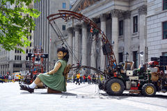 Mała gigantyczna dziewczyna Obraz Royalty Free