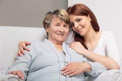 Ma grand-maman est merveilleuse, je l'aiment ! Image libre de droits