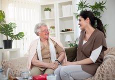 Ma grand-maman m'incite toujours à sourire Photo libre de droits